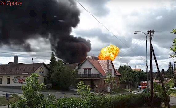 V Plané hořel sklad propan-butanu. Vybuchly desítky lahví, jeden člověk zemřel