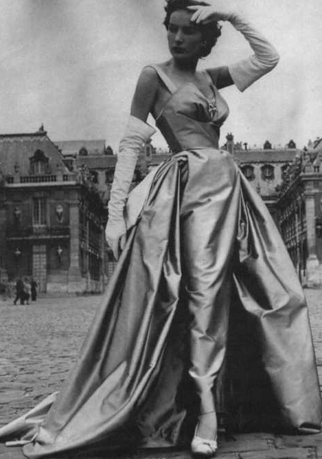 Christian Dior <3 1951.  i say again, look how skinny her arm is in these gloves.