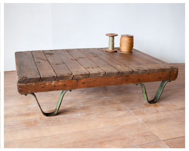 Industrial SNCF pallet table