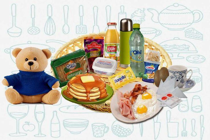 DESAYUNOS Y REGALOS A DOMICILIO: NUEVO: SORPRESA TIPICA - AMERICANO  - Cajita sorpresa -Un peluche - Cesta  - Taza y plato de porcelana - Termo con agua caliente - Servilleta cuchara y juego de cubiertos - Tres pankakes con queso y miel de maple - 2 huevos fritos con jamón y tocino - Tostadas -Mermelada -Yogurt con cereal - Mantequilla y queso crema - Jugo de naranja - 2 kiwis - Agua saborizada - Café, te y azúcar - Vela aromática - Tarjeta, lazo y globo