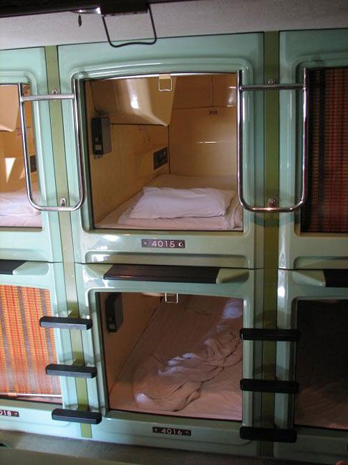 Capsule Hotel, Japan.....i rather sleep on a park bench in winter :-)