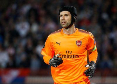 2a7451ccd49 Dont write off Petr Cech says David Seaman as Arsenal veteran takes No.1  jersey