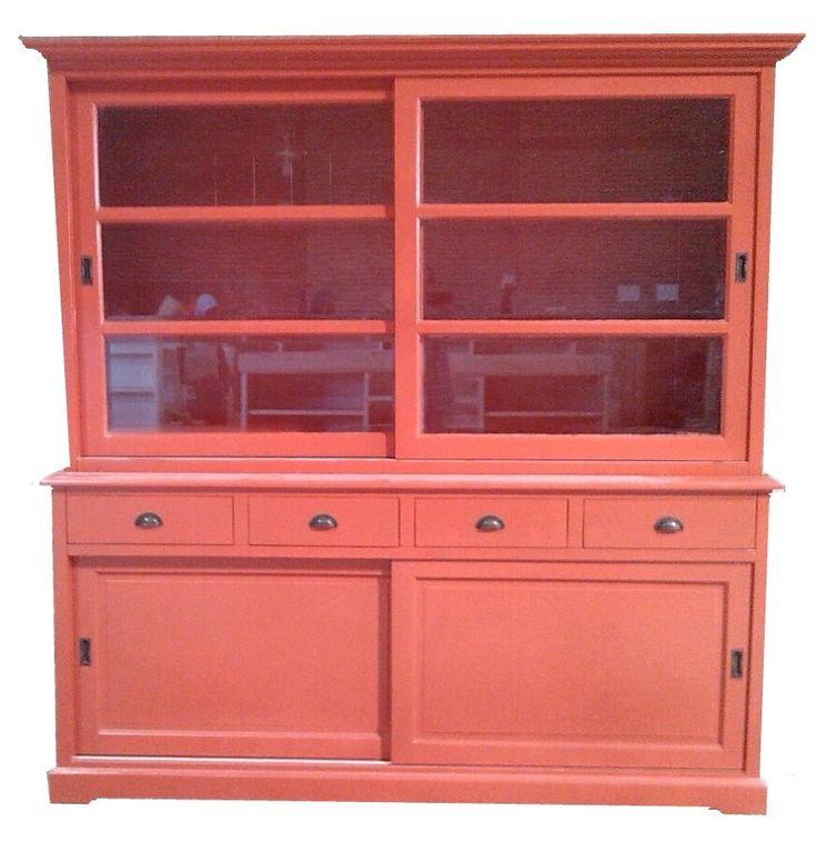 Buffetkast rood Uden 200cm sfeervolle rode kast met schuifdeuren, laden met komhandgrepen en facetglas. Een echte eyecatcher
