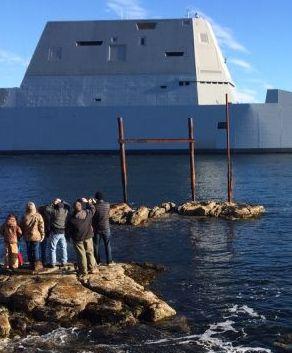 Futurystyczny niszczyciel kapitana Kirka wyruszył w pierwszy rejs. http://www.tvn24.pl/wiadomosci-ze-swiata,2/uss-zumwalt-na-probach-pierwszy-rejs-niszczyciela-zumwalt,601553.html