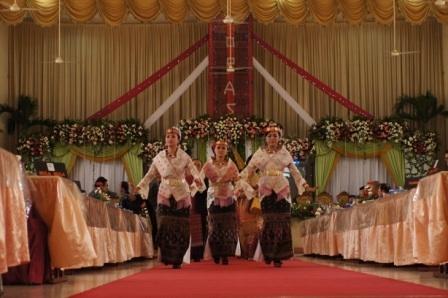 Indonesian batakness traditional wedding dancer