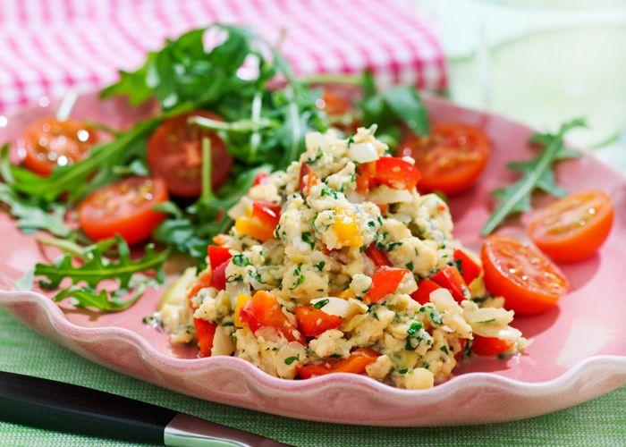 Äggröra med paprika, lök och rucolasallad-5:2-recept