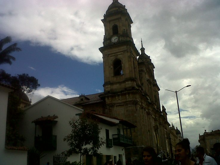Perfiles de la antigua ciudad colonial, centro histórico. Bogotá-Colombia.