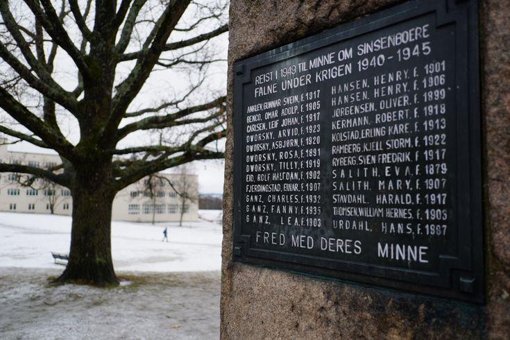 Minnebautaen på Sinsenjordet med navnene til Charles, Fanny og moren Lea. (Foto: Trond Lepperød) 75 år etter jødedeportasjonene fra Nor...