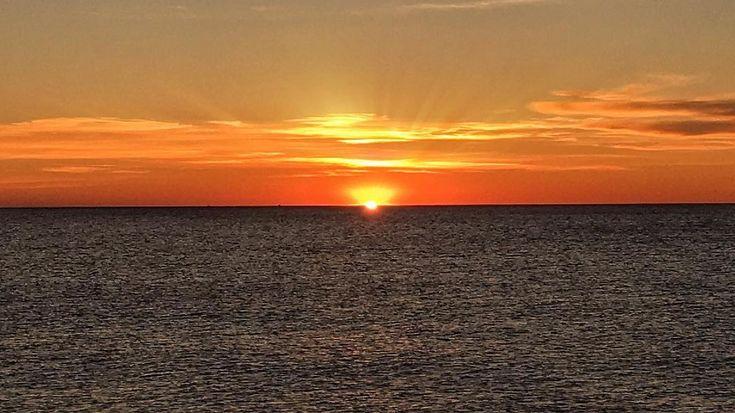 Sun. Ligth. Sea. #luisjardi #luis_jardi #sfxcentral #sun #sounds #sounddesigner #loops #foley #cubase #logicaudio #protools #mac #pc #vst #zoom #zoomf8