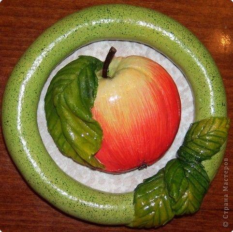 Яблоки аналогично рябине выполняются, но фото немного оказалось. 1. Эскиз. 2. Рамка и основа. 3. Подбор материала. фото 8