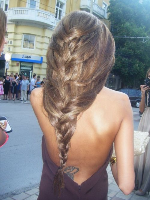 Love this loose braid. Now if I only had all that hair to pull it off.