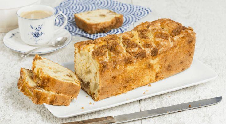 Een heerlijke Oud-Hollandse stroopwafelcake met met stukjes karamel, de frisse smaak van peer en heerlijke kandijsuiker.