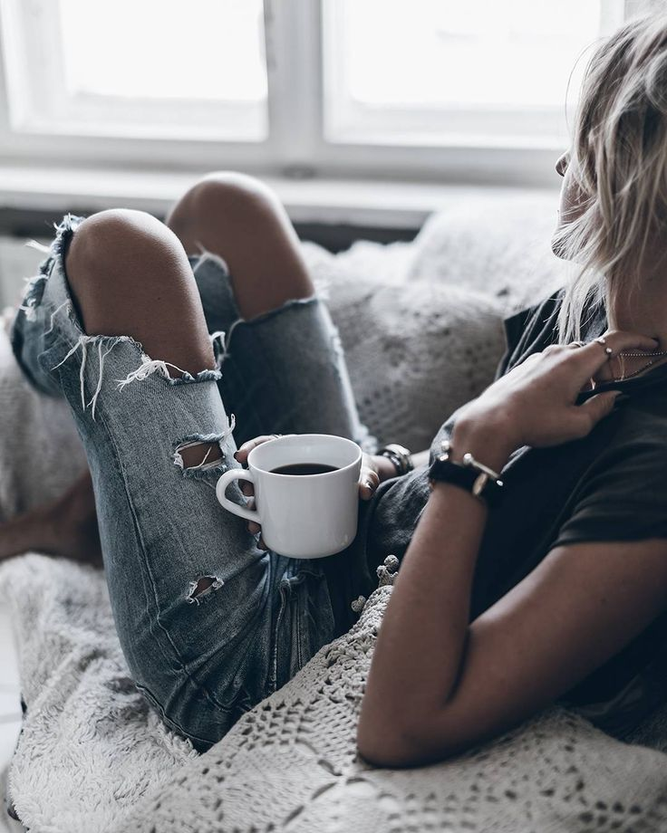 Coffee time  Morning loves! Time for a fun Thursday! My friends came over from Mallorca last night so lots of fun ahead these days  #coffeetime #denim