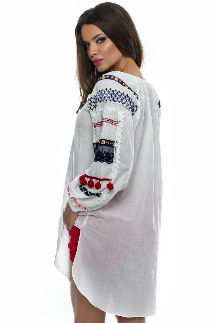 Bluza din panza cu maneca lunga, accesorizata cu dantela si ciucuri.