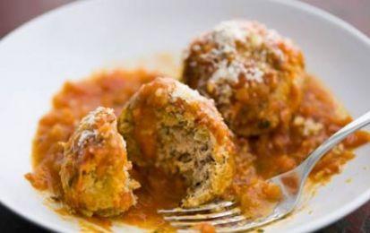 Polpette di tacchino in salsa di paprika - Ricetta per preparare le polpette di tacchino in salsa di paprika, un delizioso secondo piatto realizzato con carne magra e un condimento sfizioso e per niente grasso.