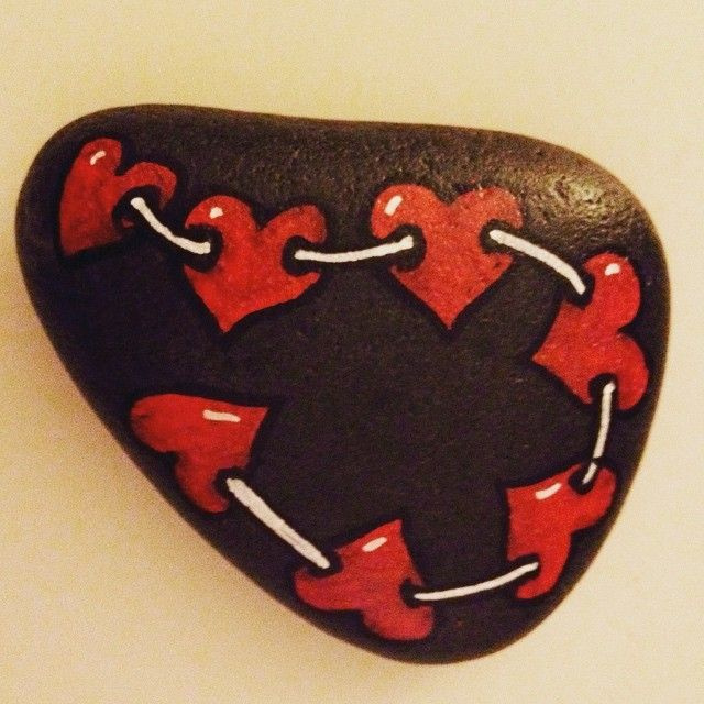Just simple ❤️❤️❤️... #stones #decoration #posca #relaxing #drawing #heart #herz