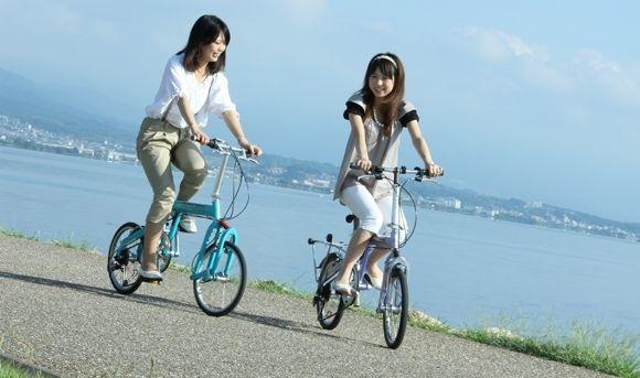 サイクリングは、マウンテンバイクやロードバイク、クロスバイクなどに乗って走りながら、自然や受ける風を堪能するものです♪ 毎日、自転車で通勤しているという方も、ジムのエアロバイクでエクササイズをしているという方も、これを機に、本格的なサイクリングをはじめませんか?