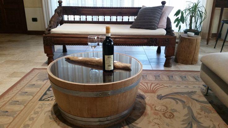 Tavolino da caffè in legno di rovere recuperato da botti per l'invecchiamento del vino con top incassato in cristallo temprato, barrique, di Engardina su Etsy