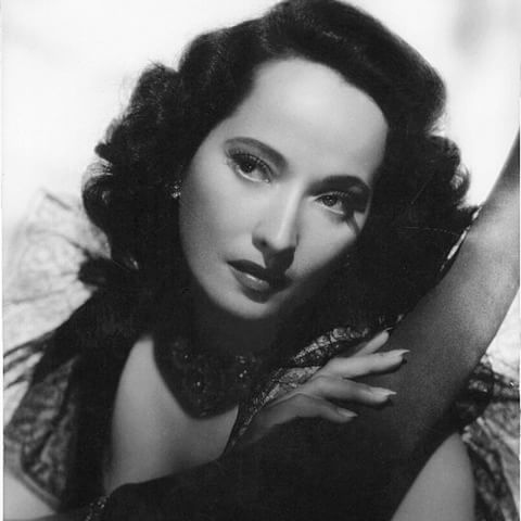 """@KILAfm Presents:  Lux Radio Theatre,   starring Merle Oberon  in """"The Dark Angel""""    We hope you enjoy this classic  radio show  ~~~~~~~~~~~~~  Start Time: 11:00 am/pst  ~~~~~~~~~~~~~  #MerleOberon #KILAfm @theINshow #theINshow #Indie #Radio #Radio247 #OnAir #Online #Station #Broadcasts #RadioShow #Host #Programming #Theatre #Entertainment #Movies #Film #Music #Drama #Actress #Dancer #Model #MovieStar #Hollywood #SunsetStrip #CelebrityClassicRadio #CelebrityRadio #RadioWeStillLoveYou"""