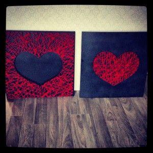 2 houten schilderijen voor aan mijn muur.Simpel te maken met 2 houten mdf platen,een spuitbus grijze verf,spijkers,en een bol rode wol.