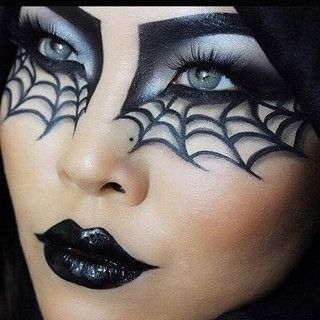 Totally loving this Halloween makeup!!! #Bitesizedbzz #FridayNightBzz