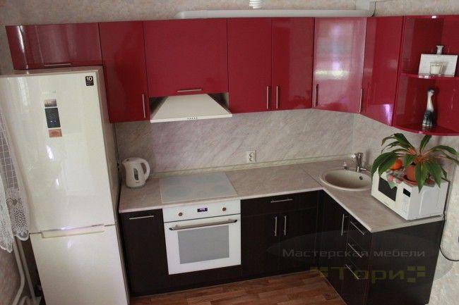 Бюджетная красно-черная кухня 11 кв.м на заказ в Краснодаре