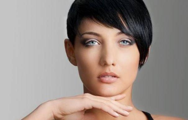 Capelli colore 2015: Nero Corvino, Biondo Platino o Rosso Albicocca colore capelli 2015 nero corvino corto