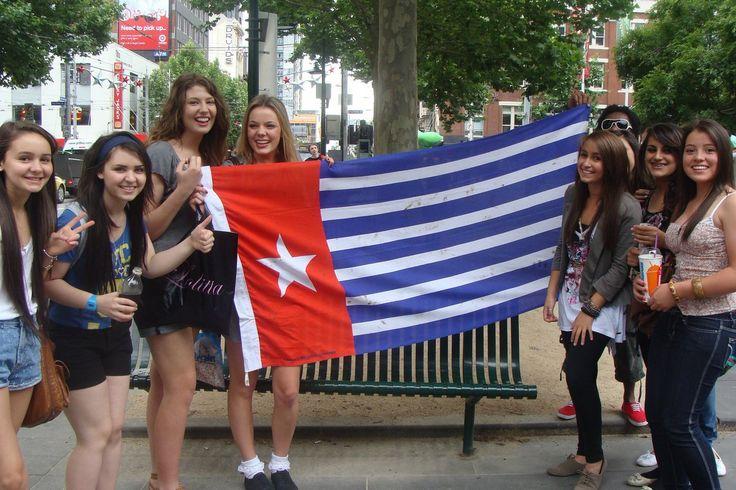 Dukungan terus dilakukan, semua orng mengangkat Bendera Bintang Fajar untuk kebesan dan kemerdekaan West Papua.  #Salam Progres.