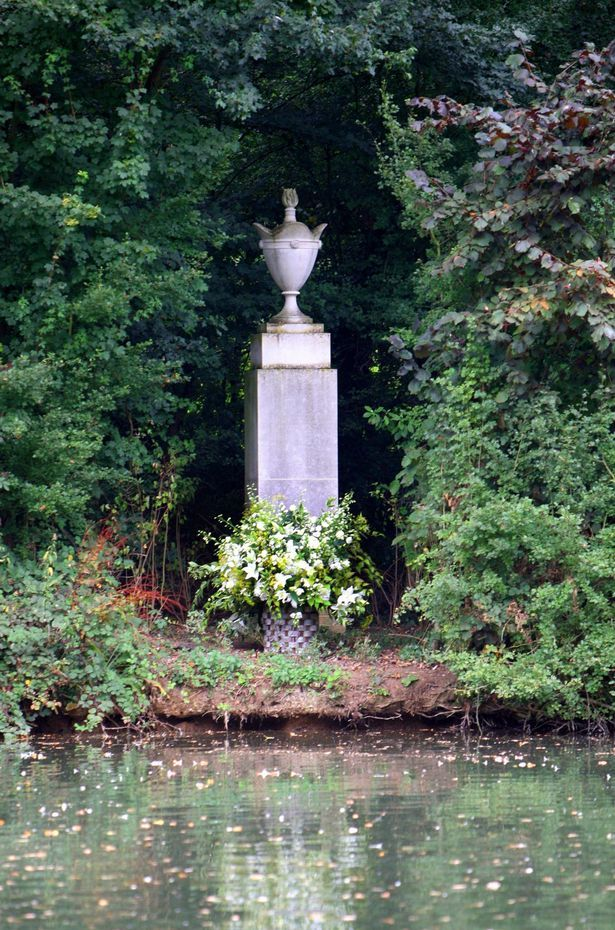 Princess Diana Althorp Estate, where the late Princess is buried, lets the natural greenery and vegetation grow covering her gravestone lending to the final resting place's privacy.
