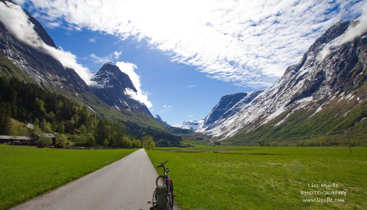 Travel highlights and hidden gems of Norway – ©Liss Explore The Outdoors #travelblogger #travel #norway #norwegian #naturephotography  #landscape #outdoor #mountains #advice #bicycle #tourism #sognogfjordane #Stryn #hiking #panorama #reiseblogg #norsk #Norge #traditions #seter #mountainfarm #snow