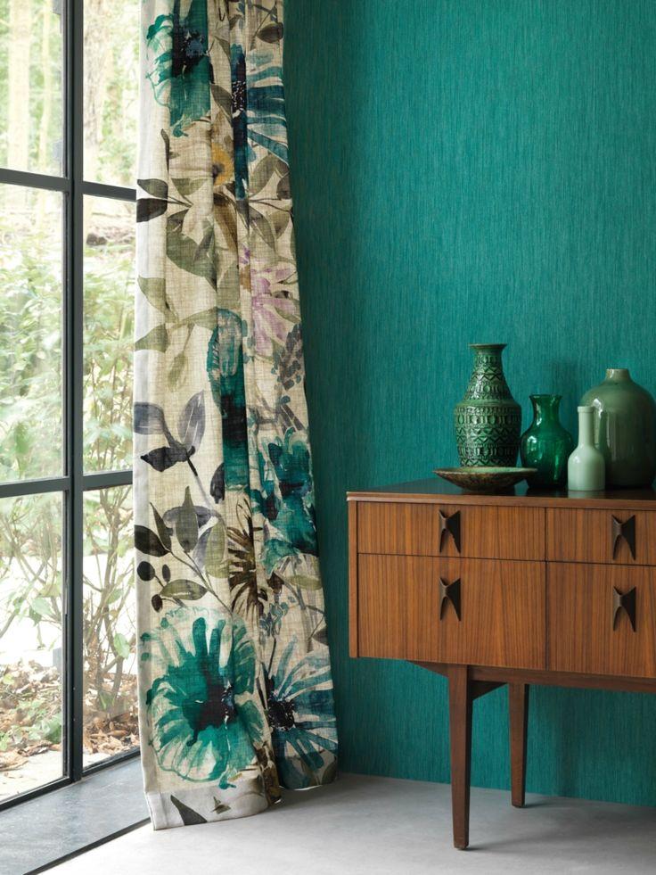 Türkis im Vorhang und an der Wand für tropisches Feeling