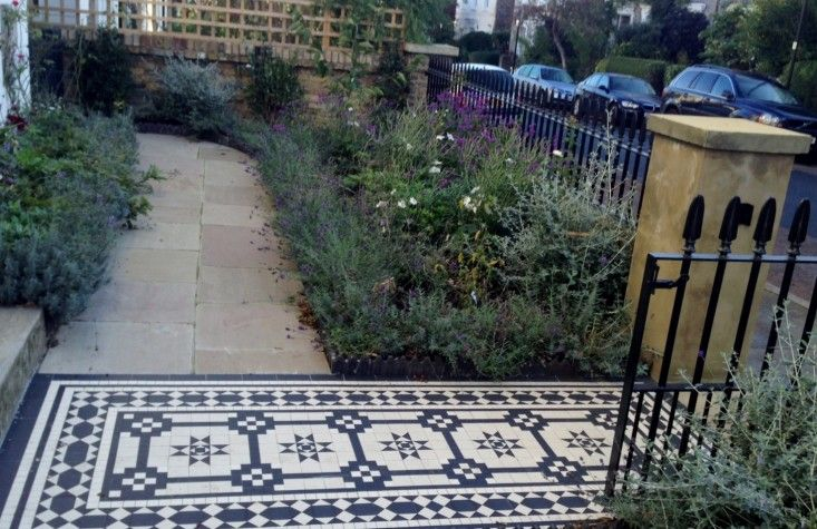 slington-Victorian-mosaic-tile-path-York-stone-sandstone-paving-wrought-iron-rails-and-gate-London