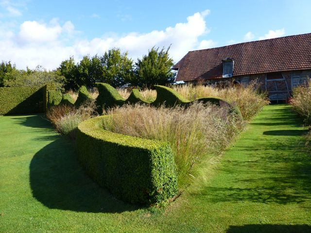 Designing with hedges: Hedge at Jardin Plume