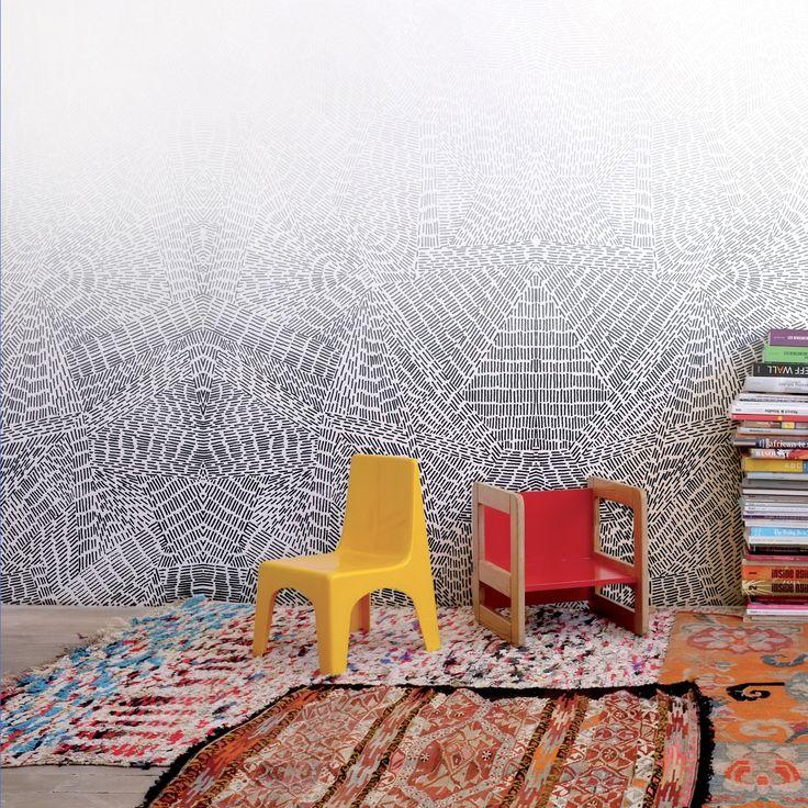 le papier peint copenhague de la marque bien fait cest une symtrie presque ethnique qui sestompe et fait seffacer les limites du plafond - Peinture Qui Se Decolle Comme Du Papier Peint