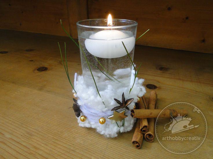Ai un pahar de sticla transparenta pe care nu il mai folosesti? Imbraca-l in vesminte de iarna, o haina de sarbatoare, pufoasa, sclipitoare si parfumata. :)