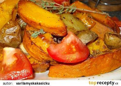 Dýně Hokkaido pečená s bramborem, okořeněná drcenou hlívou a bylinkami recept - TopRecepty.cz