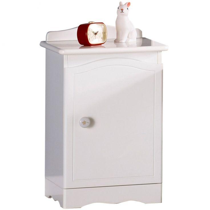 La table de chevet Folio blanc de la marque Sauthon environnement permettra de déposer quelques accessoires dont votre enfant pourrait avoir besoin pendant la nuit comme une lampe de chevet ou encore une veilleuse.