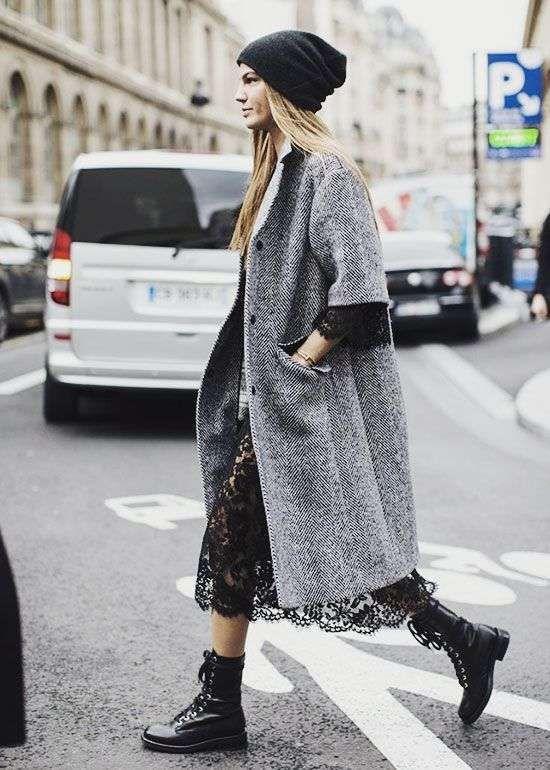 Abbinare le scarpe ad un abito lungo in Inverno - Abito lungo pizzo con anfibi