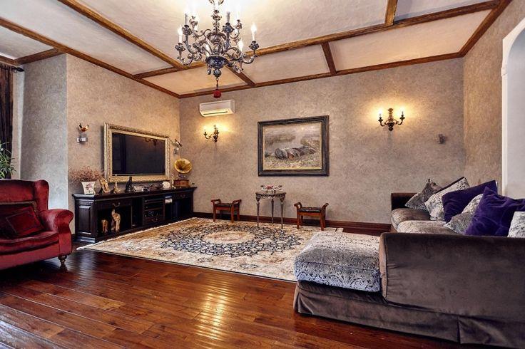 Дома / Дома с участком, Краснодар, 1 мая ул., 37 000 000 http://krasnodar-invest.ru/doma/doma/realty248029.html  Изысканный уют. Коттедж 350 квадратных метров на земельном участке 8соток. Все слова излишни! Эксклюзивный объект! Вся мебель и материалы из Италии. Первый этаж: большая гостиная совмещённая, совмещена с не менее просторной кухней; спальня с эксклюзивным сан узлом и гардеробной комнатой; постирочная комната; гостевой сан узел. Второй этаж: холл; 3 спальных комнаты, в одной из…