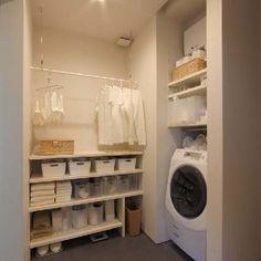 洗面所は収納が少ない割りに物があふれかえってしまいやすい場所です。また、水周りなので防水的な何かが無いとカビてしまったり、腐食する原因を作りやすくなってしまいます。 買い置きの潜在や沢山のタオルを入れたり、下着類やパジャマまで入れて仕舞える多機能な棚を集めてみました!