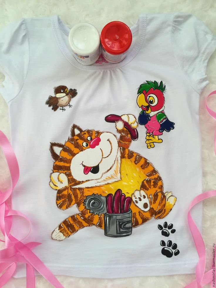 """Купить """"Кот и попугай"""" - белый, роспись одежды, роспись по ткани, роспись на заказ, роспись футболок"""