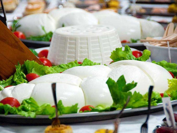 #Mozzarella e #ricotta di #Bufala #Campania - www.BedAndBreakfastItalia.com - #CampaniaFood #ItalianFood #Food #Italy