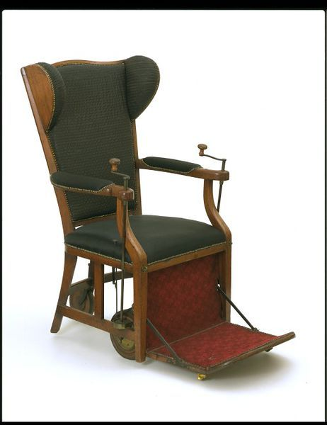 Gouty chair, 1800, Mahogany with brass fittings and black horsehair upholstery. l Victoria and Albert Museum