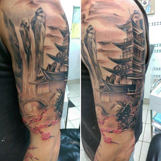 【kenny_tmd_taylor】さんのInstagramをピンしています。 《#oriental #tattoo #tattoocandy #cherryblossoms #waterfall #temple #TMD #tmdtattoos #tmdtaylor #blacktowntattoo》