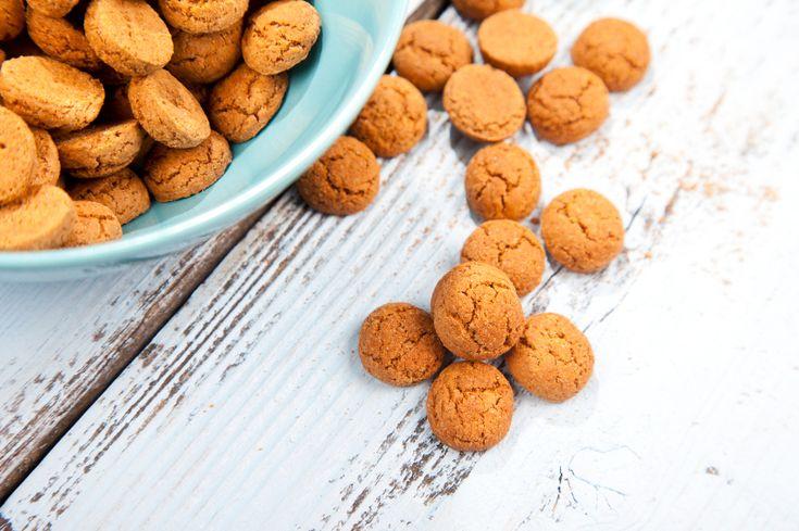 Ook als je geen gluten kunt of wil eten, kun je genieten van de heerlijk geurende kruidnootjes. Maak gewoon een glutenvrije variant! Met als 'geheime' ingrediënt een snufje sinaasappelrasp. Ingrediënten glutenvrije kruidnootjes: 150 gram glutenvrij meel 2 eetlepels karnemelk 75 gram bruine basterdsuiker 90 gram roomboter 10 gram speculaaskruiden 1 theelepeltje bakpoeder sinaasappelrasp Zo maak…