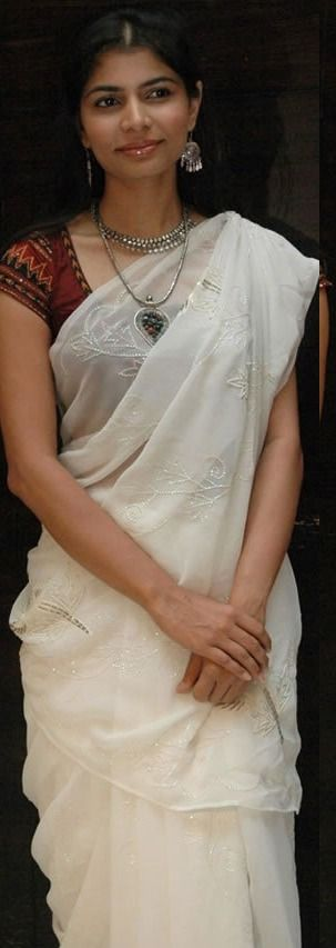 Singer Chinmayi in a white saree: simplicity is the ultimate sophistication.