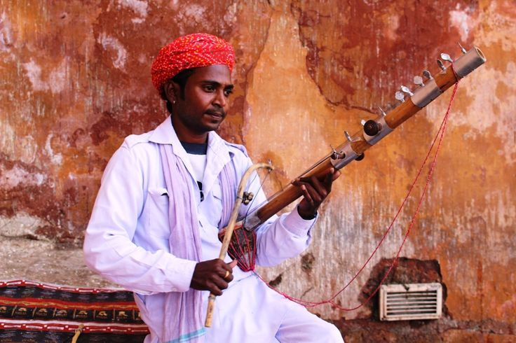 RAJASTHAN ARTIST PLAYING RAVANAHATHA (the father of the Modern day Violin)   Ravana's hand found in #Rajasthan (music) ;) & Localturnon's trip to #Amber #Fort reveals d #secret !!