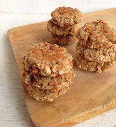 Ingredientes (Para 20 galletasaproximadamente): - 1 taza de avena en hojuelas - 1 manzana rallada - ¼ de taza de stevia o edulcorante de preferencia - ½