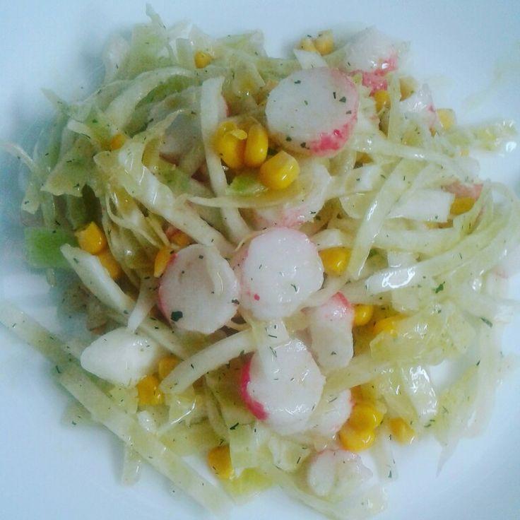 Перекус: капустный салат с крабовым мясом (100ккал)