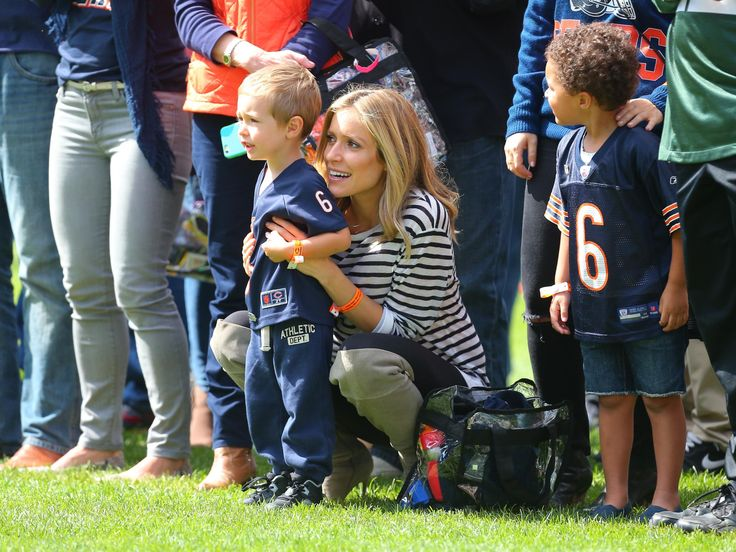 Kristin Cavallari and son Camden watch husband Chicago Bears quarterback Jay Cutler warm up. Photo via Dennis Wierzbicki/USA TODAY Sports